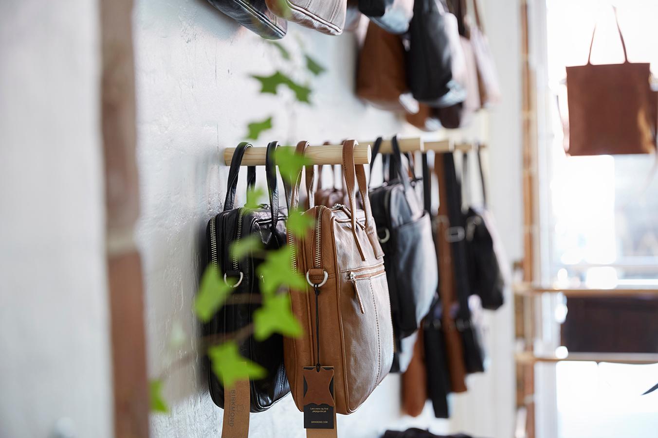 Computertaske arbejdstasker i læder til mænd og kvinder For funktionelt stilrent dansk design Lædervarer i høj kvalitet til en fair pris Birkmond taskebutik i Aarhus Latinerkvarteret