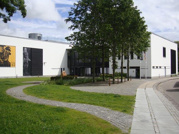 Kongernes Jelling museum facade og bygning Flot og enkelt design, arkitektur Samarbejdspartner og forhandler af Birkmond lædertasker