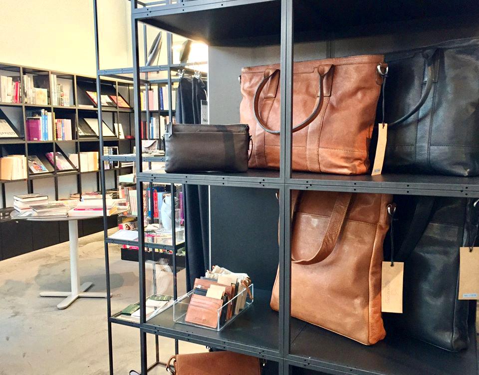 Skuldertasker fra Birkmond lædertasker hos Heart museumsbutik i Herning Flot og enkelt dansk design til en fair pris Birkmond samarbejdspartner Lædertasker i god kvalitet