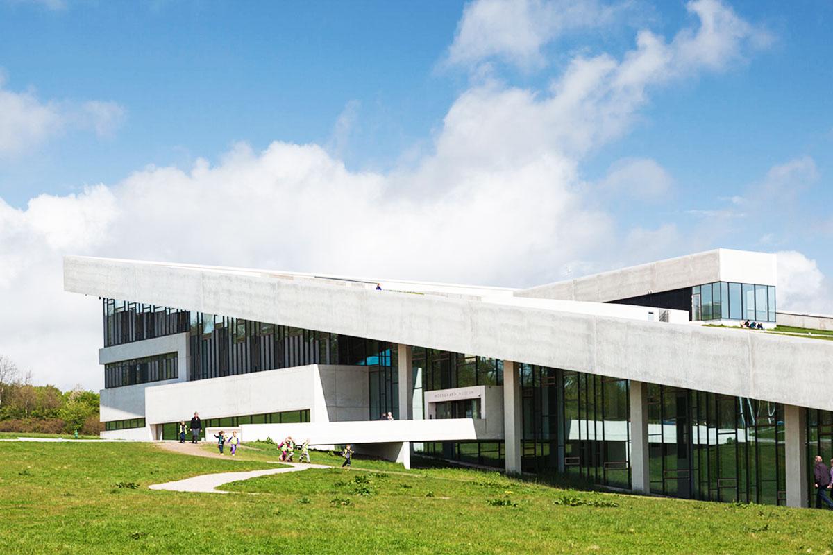 Moesgaard museum ved Aarhus bygning og flot arkitektur Smuk og stilrent design Birkmond samarbejdspartner