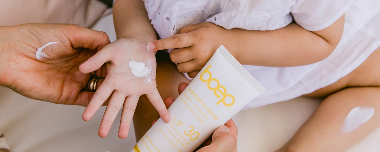 Mineralische Sonnencreme ohne Nanopartikel ist der richtige Sonnenschutz für Babys und Kinder