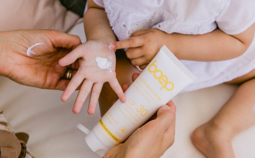 Der richtige mineralische Sonnenschutz für Babys und Kinder