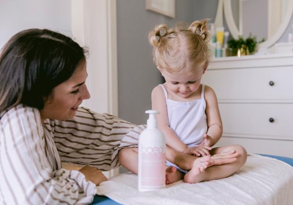Natürliche Bio Cremes und Lotionen für die Sommer Hautpflege von Babys und Kindern