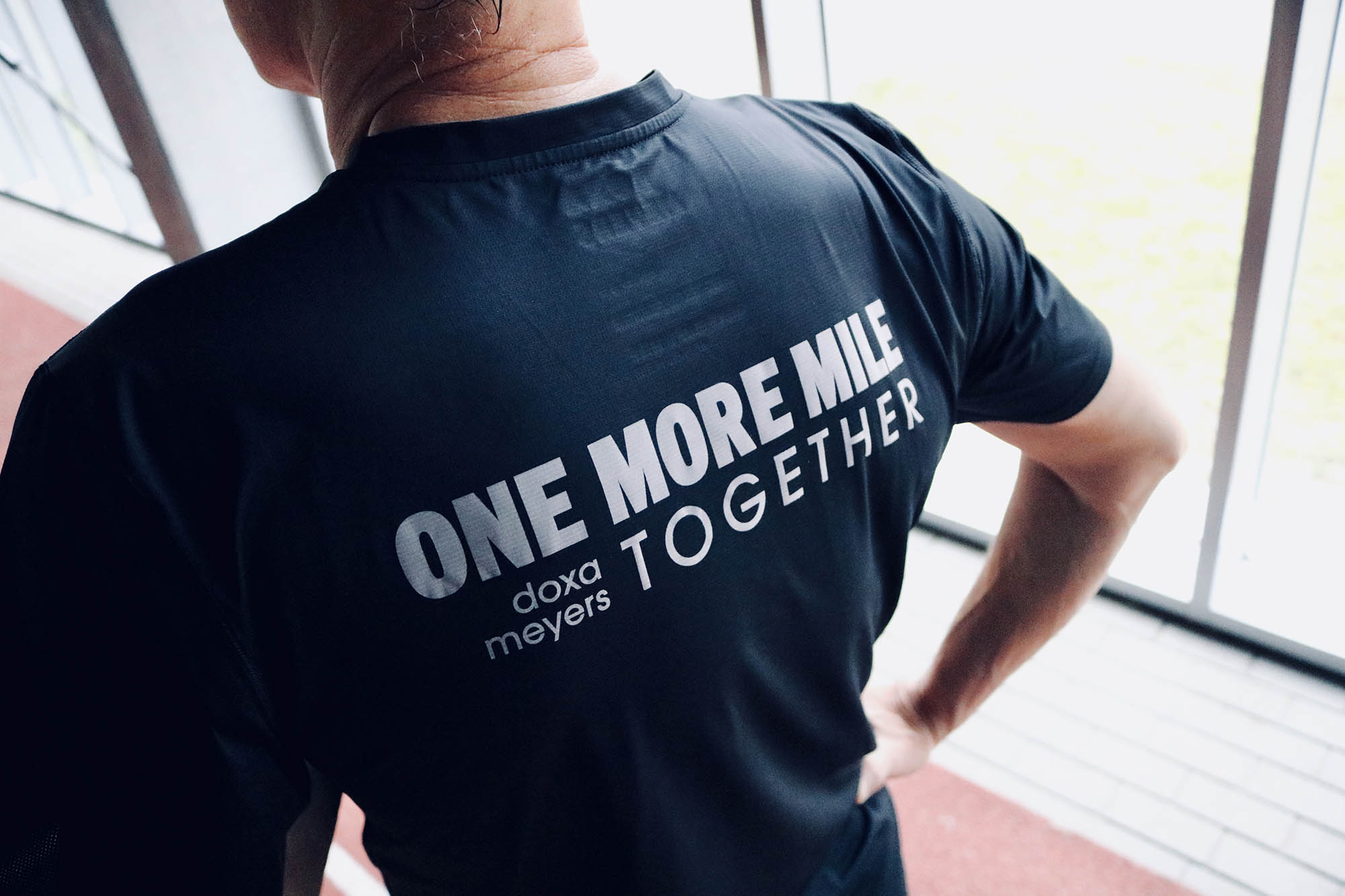 DOXA RUN - MEYERS - ONE MORE MILE TOGETHER TEE