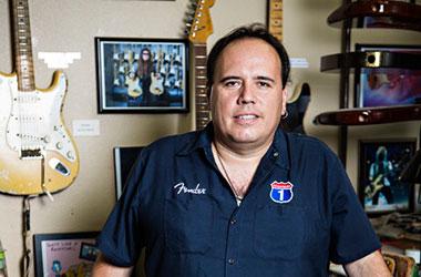 John Cruz - Fender Custom Shop Master Builder