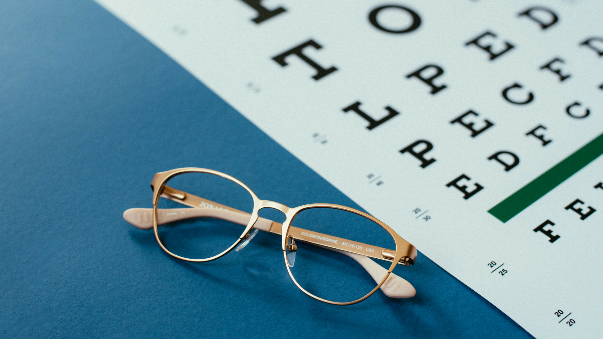 ae01580fbe Signs Your Child Needs Glasses