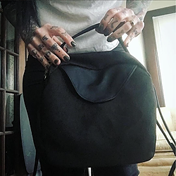 TOKYO BAG, black crossbody bag for the modern woman