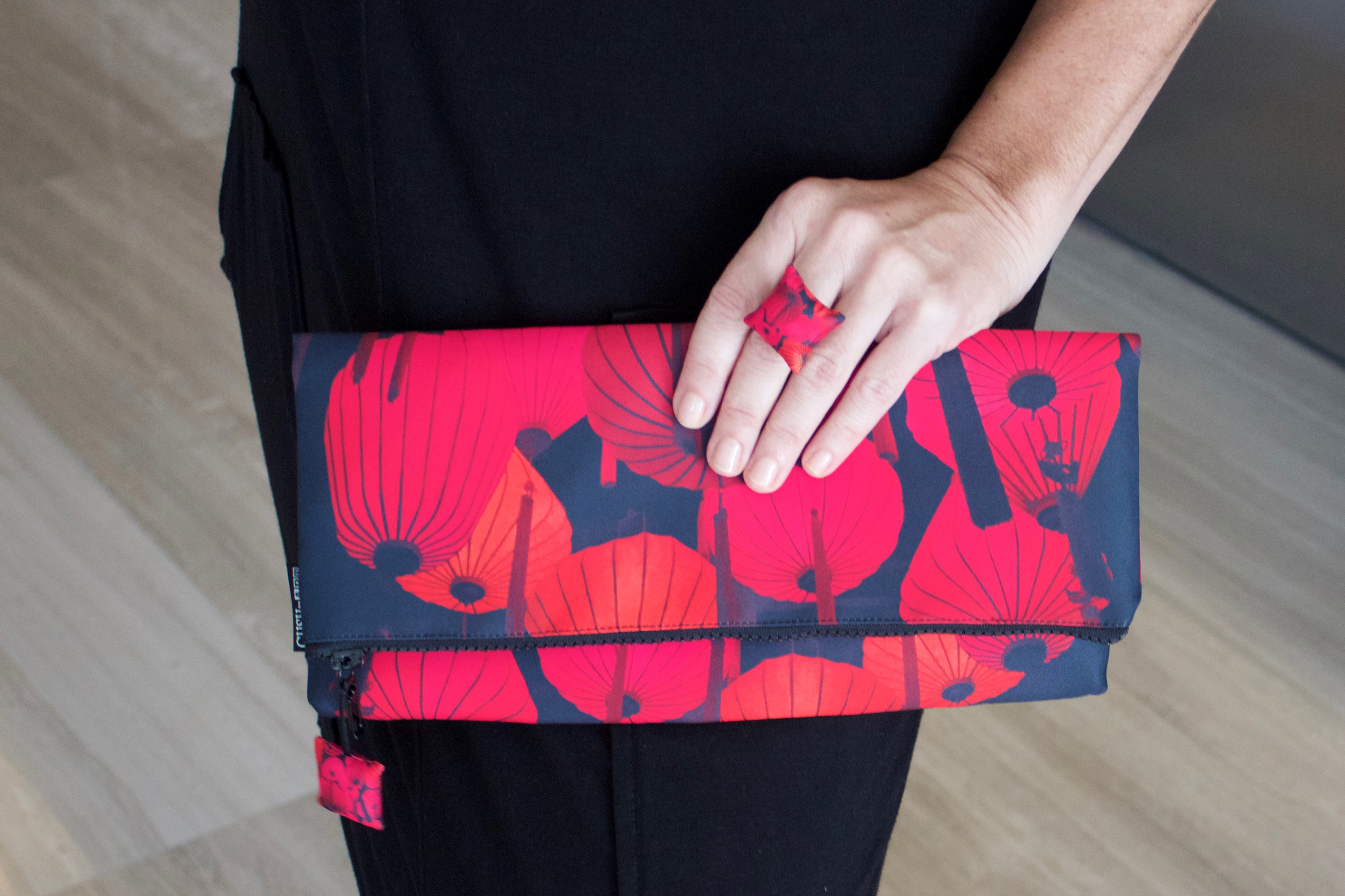 Cushnart Red Lantern clutch